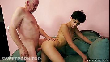Elderly man got a blowjob from his neighbor's wife and enjoyed every second of it